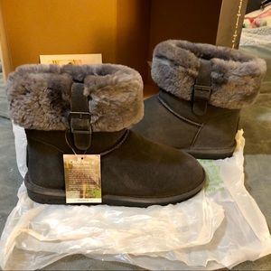 Brand New in Box Grey Bearpaw Abby Boot, size 10!
